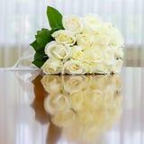 Hochzeitsblumenstrauß von Rosen für Braut an einem Hochzeitsfest Lizenzfreies Stockbild