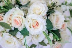 Hochzeitsblumenstrauß von weißen Rosen in einem Vase Sehen Sie meine anderen Arbeiten im Portfolio Weiß stieg lizenzfreies stockbild