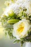 Hochzeitsblumenstrauß von weißen und gelben Blumen Stockfoto