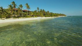 Hochzeitsbogen auf dem Strand Ausflughochzeitszeremonie Vogelperspektive von Bohol-Küste Insel aerial philippinen stock video