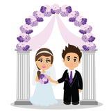 Hochzeitsbogen mit Braut und Bräutigam Stockfotos