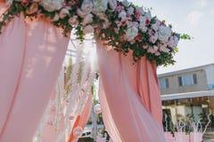 Hochzeitsbogenzeremonien Stockbild