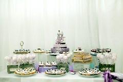 Hochzeitsbonbons, Blaubeerkuchen Stockfotos