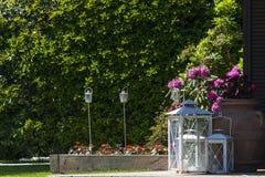 Hochzeitsdekoration im Garten Stockbilder