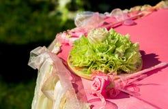 Hochzeitsdekoration wendet sonnigen Sommertag ein stockbilder