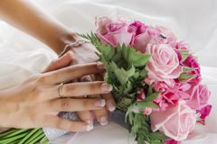 Hochzeitsdetail von Braut ` s Blumenstrauß lizenzfreie stockfotos