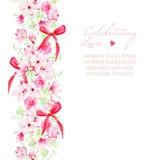 Hochzeitseinladung mit Blumensträußen und roter Bogenvektor entwerfen Lizenzfreie Stockbilder