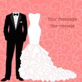 Hochzeitseinladung mit einem Smoking und einem Kleid Stockfotos