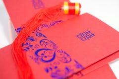 Hochzeitseinladungskarte und glücklicher Knoten Lizenzfreie Stockfotos
