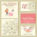 Hochzeitseinladungskarten mit einem Blumenmuster und einer netten bunten Illustration eines Tanzenpaares in der Karikaturart lizenzfreie abbildung