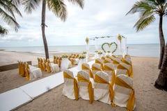 Hochzeitseinrichtungsdetail über den Strand Stockbilder