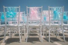 Hochzeitseinstellung auf dem Strand Stockbild