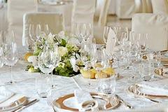 Hochzeitseinstellung auf einer Tabelle Stockfotografie