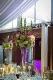 Hochzeitsempfang-Blumenmittelstück Stockbilder