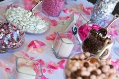 Hochzeitsempfang-Süßigkeit-Tabelle. Lizenzfreies Stockfoto