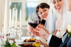 Hochzeitsfest am Abendessen Lizenzfreie Stockfotos