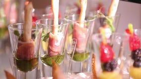 Hochzeitsfestbuffet mit Canape stock video