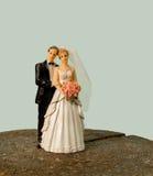 Hochzeitsfigürchen einer Braut und ihres Bräutigams Heiratpuppen Stockfotografie