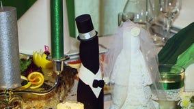 Hochzeitsflaschen stock footage