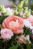 Hochzeitsfrühlingsblumenstrauß Stockfotos