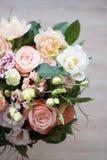 Hochzeitsfrühlingsblumenstrauß stockbilder