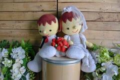 Hochzeitsgarnpuppe mit weißer Blume Stockfoto