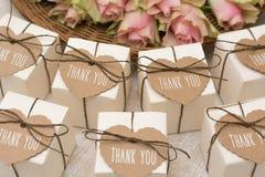 Hochzeitsgeschenke für Gast stockbilder
