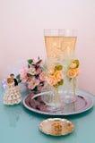 Hochzeitsgläser mit Wein Stockfotos