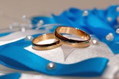 Hochzeitsgoldring, Dekorationen für eine Hochzeit Stockbilder