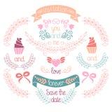 Hochzeitsgraphiksatz, -lorbeer, -Kränze, -bänder, -herz, -kleine Kuchen, -bögen, -blumen und -aufkleber im Vektor Stockfoto
