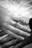 Hochzeitshände Stockfoto