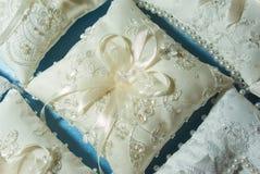 Hochzeitskissen Stockfotos