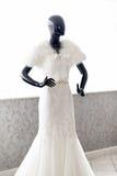 Hochzeitskleid auf einem Mannequin Stockbild