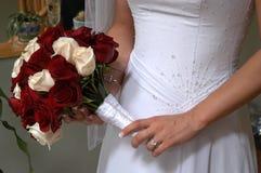 Hochzeitskleid mit Rosen Stockfoto