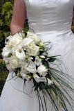 Hochzeitskleid und -blumen Lizenzfreie Stockfotografie