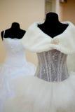 Hochzeitskleider auf Mannequinen Lizenzfreies Stockbild