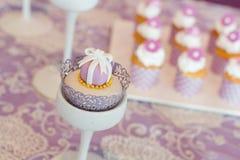 Hochzeitskleine kuchen Stockbilder
