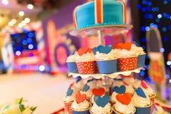 Hochzeitskleine kuchen Stockfotos