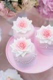 Hochzeitskleine kuchen Lizenzfreies Stockbild