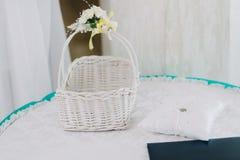 Hochzeitskorb, weiß Lizenzfreies Stockbild