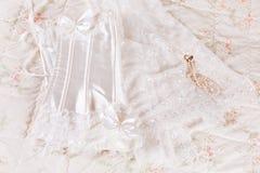 Hochzeitskorsett und -schleier Stockfotografie