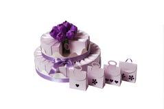 Hochzeitskuchen gebildet von den Geschenkkästen Lizenzfreies Stockbild