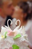 Hochzeitskuchen mit Besen und Braut Lizenzfreies Stockbild