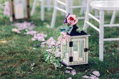 Hochzeitslaterne mit Kerze Stockfotografie