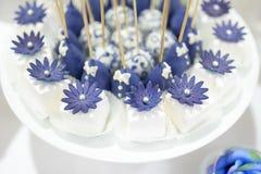 Hochzeitsnachtisch-Kuchenknalle Stockbild
