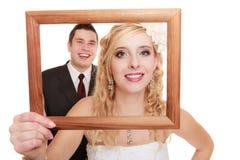 Hochzeitspaare. Porträt der glücklichen Braut und des Bräutigams Stockfotos