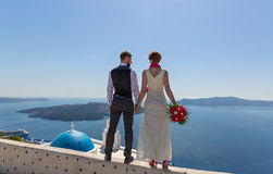 Hochzeitspaare in Santorini, Griechenland Stockfoto