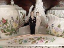 Hochzeitspaare und feines Porzellan Stockfoto