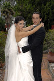 Hochzeitspaarholding Stockfoto