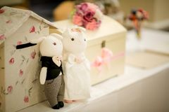 Hochzeitspaarpuppen stockfoto